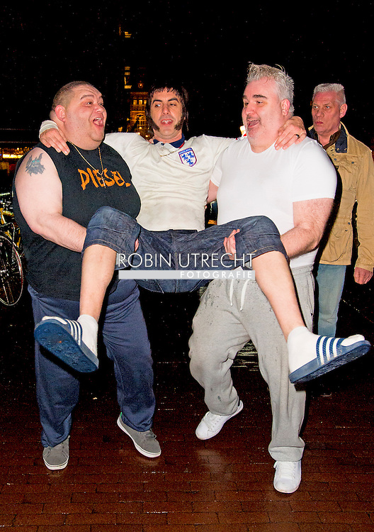 AMSTERDAM - Actor Sacha Baron Cohen  leaves a cafe in amsterdam with two of his friends Actor Sacha Baron Cohen poses during a photocall for the film &quot;Grimsby&quot; (Grimsby: Agent trop special) in AMSTERDAM copyright robin utrecht<br /> amsterdam - Sacha Baron Cohen geeft iedereen gratis te drinken  aan de cafegasten borat in amsterdams cafe de Heuveltje op de prinsesgracht in Amsterdam rode loper van Sacha Baron Cohen borat in de pathe bisocoop amsterdam arena voor zijn nieuwe film Grimsby . copyright robin utrecht AMSTERDAM - Actor Sacha Baron Cohen  leaves a cafe in amsterdam with two of his friends Actor Sacha Baron Cohen poses during a photocall for the film &quot;Grimsby&quot; (Grimsby: Agent trop special) in AMSTERDAM copyright robin utrecht