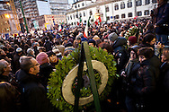 Milano, 40esimo anniversario della strage di Piazza Fontana, 12 dicembre 2009. Manifestazione istituzionele. Corona di alloro davanti alla Banca Nazionale dell'Agricoltura.
