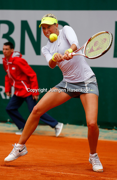 French Open 2013, Roland Garros,Paris,ITF Grand Slam Tennis Tournament, Andrea Hlavackova (CZE),Aktion,Einzelbild,Ganzkoerper,Hochformat,