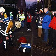 Brand in woning met rieten kap Groene Gerritsweg 17 Laren.luchtflessen, zuurstofflessen, verwisselen, waterstraal, blussen