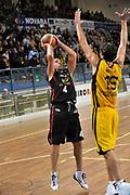 DESCRIZIONE : Novara Lega A2 2009-10 Campionato Miro Radici Fin. Vigevano - Riviera Solare Rimini<br /> GIOCATORE : Scarone<br /> SQUADRA : Riviera Solare Rimini<br /> EVENTO : Campionato Lega A2 2009-2010<br /> GARA : Miro Radici Fin. Vigevano Riviera Solare Rimini<br /> DATA : 13/12/2009<br /> CATEGORIA : Tiro<br /> SPORT : Pallacanestro <br /> AUTORE : Agenzia Ciamillo-Castoria/D.Pescosolido
