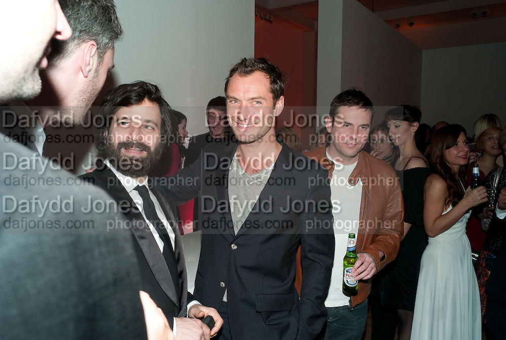 SIMON HAMMERSTEIN; JUDE LAW, TODÕS Art Plus Drama Party 2011. Whitechapel GalleryÕs annual fundraising party in partnership. Whitechapel Gallery. London. 24 March 2011.  with TODÕS and supported by HarperÕs Bazaar-DO NOT ARCHIVE-© Copyright Photograph by Dafydd Jones. 248 Clapham Rd. London SW9 0PZ. Tel 0207 820 0771. www.dafjones.com.<br /> SIMON HAMMERSTEIN; JUDE LAW, TOD'S Art Plus Drama Party 2011. Whitechapel Gallery's annual fundraising party in partnership. Whitechapel Gallery. London. 24 March 2011.  with TOD'S and supported by Harper's Bazaar-DO NOT ARCHIVE-© Copyright Photograph by Dafydd Jones. 248 Clapham Rd. London SW9 0PZ. Tel 0207 820 0771. www.dafjones.com.