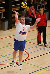 06-10-2012 VOLLEYBAL: 1STE DIVISIE KING SOFTWARE VCN - PARTICOLARE : CAPELLE AAN DEN IJSSEL<br /> Roel Stelt, Particolare serveert<br /> ©2012-FotoHoogendoorn.nl / Pim Waslander