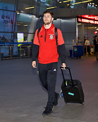 NANNING, CHINA - Monday, March 19, 2018: Wales' players Ben Davies arrives at Nanning International Airport for the 2018 Gree China Cup International Football Championship. (Pic by David Rawcliffe/Propaganda)
