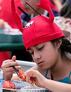 新华社照片,洛杉矶,2017年7月17日<br />     (国际)(9)第十九届年度洛杉矶港口龙虾节<br />     7月16日,民众品尝新鲜龙虾大餐。<br />     在美国洛杉矶圣佩德罗,大批民众出席了号称世界上最大龙虾节&quot;第十九届年度洛杉矶港口龙虾节&quot;。<br />     新华社发(赵汉荣摄)<br /> A girl enjoys the lobsters at the 19th Annual Port of Los Angeles Lobster Festival in San Pedro, California, the United States, Sunday, July 16, 2017. The world&rsquo;s largest lobster festival, which has been a Southern California tradition since 1999. The event features fresh Maine lobster, wine and draft beer, free entertainment, live music, shopping, and other culinary delights. (Xinhua/Zhao Hanrong)(Photo by Ringo Chiu)<br /> <br /> Usage Notes: This content is intended for editorial use only. For other uses, additional clearances may be required.