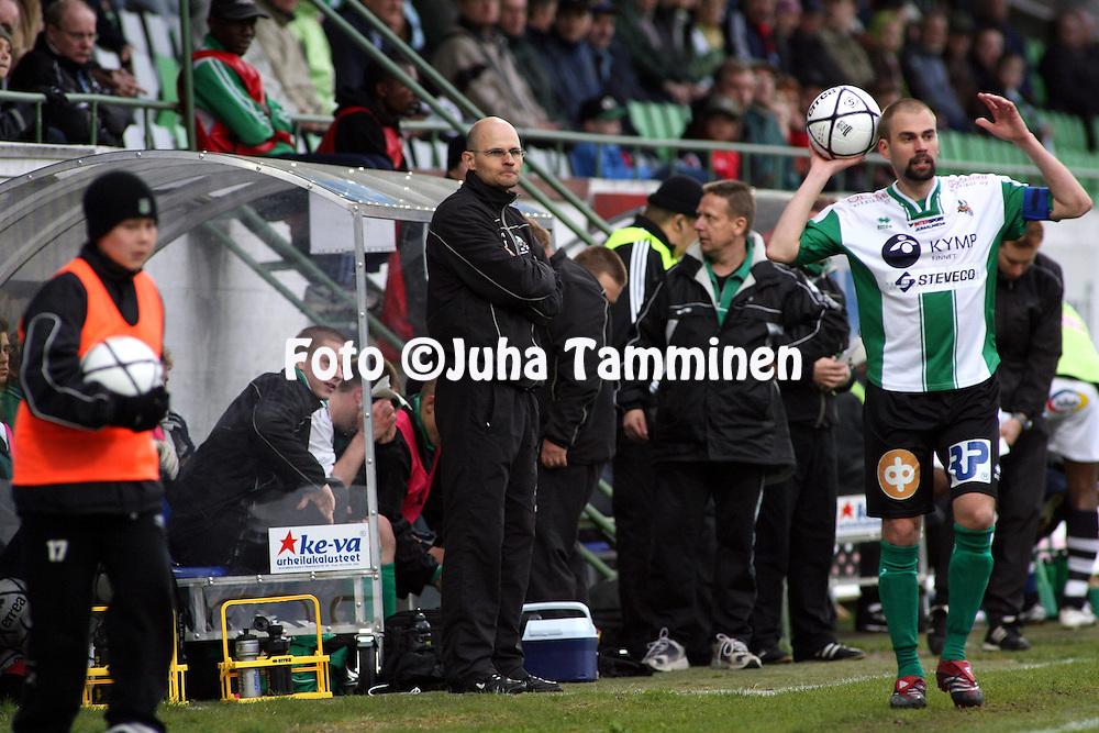 09.05.2007, Arto Tolsa Areena, Kotka, Finland..Veikkausliiga 2007 - Finnish League 2007.FC KooTeePee - AC Oulu.Valmentaja Vesa Tauriainen - KooTeePee.©Juha Tamminen.....ARK:k