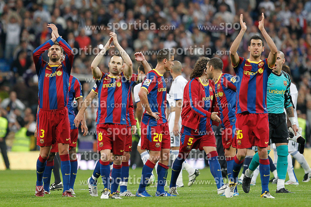 16.04.2011, Estadio Santiago Bernabéu, ESP, La Liga, Real Madrid vs FC Barcelona, im Bild FC Barcelona's players celebrate victory during la Liga match on April 16th 2011, EXPA Pictures © 2010, PhotoCredit: EXPA/ Alterphotos/ ALFAQUI/ Cesar Cebolla