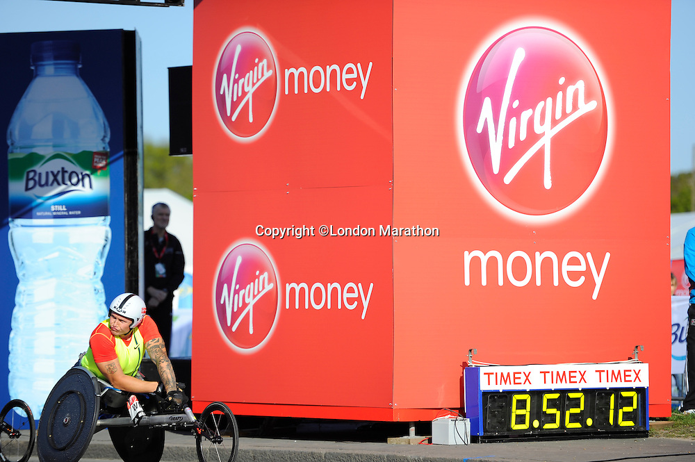 David Weir at the start of the wheelchair race<br /> The Virgin Money London Marathon 2014<br /> 13 April 2014<br /> Photo: Javier Garcia/Virgin Money London Marathon<br /> media@london-marathon.co.uk