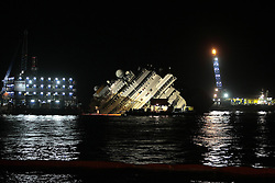 60484287 Isola del Giglio, Italy. Work begins today to right the stricken Costa Concordia vessel, which sank on January 12, 2012. If the operation is successful, it will then be towed away and scrapped. The procedure, known as parbuckling, has never been carried out on a vessel as large as Costa Concordia before, Italy, Monday September 16, 2013.<br /> Picture by imago / i-Images<br /> UK ONLY