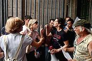 Roma    26 Maggio  2007<br /> Movimenti per il Diritto all'Abitare (Action , Asia RdB, Comitato di lotta per la casa) hanno occupato la Basilica di San Giovanni per protestare contro gli sfratti e le politiche sulla famiglia del Governo Prodi.Una turista protesta con gli occupanti della basilica<br /> Rome May 26, 2007 <br /> The movements for housing rights  (Action, Asia RDB, Committee Struggle for the house) occupied the Basilica of San Giovanni in protest against evictions and policies on the family of the Prodi government. A tourist protest with the occupants of the basilica
