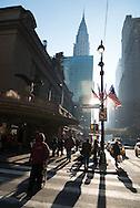 New York 42nd street at Grand central railway station, under pershing hall bridge/ 42em  rue devant la gare de grand central sous le pont de pershing hall