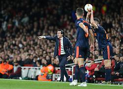 aArsenal manager Unai Emery barks out instructions to his players - Mandatory by-line: Arron Gent/JMP - 02/05/2019 - FOOTBALL - Emirates Stadium - London, England - Arsenal v Valencia - UEFA Europa League Semi-Final 1st Leg