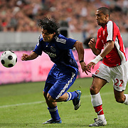 NLD/Amsterdam/20080808 - LG Tournament 2008 Amsterdam, Ajax v Arsenal, Luis Suarez in duel met Gael Clichy