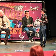 NLD/Amsterdam/20130116 - Vragenvuur kinderen tijdens Kidscollege 2013, astronaut Andre Kuipers en zanger Jan Smit, presentatrice Vivienne van Assem
