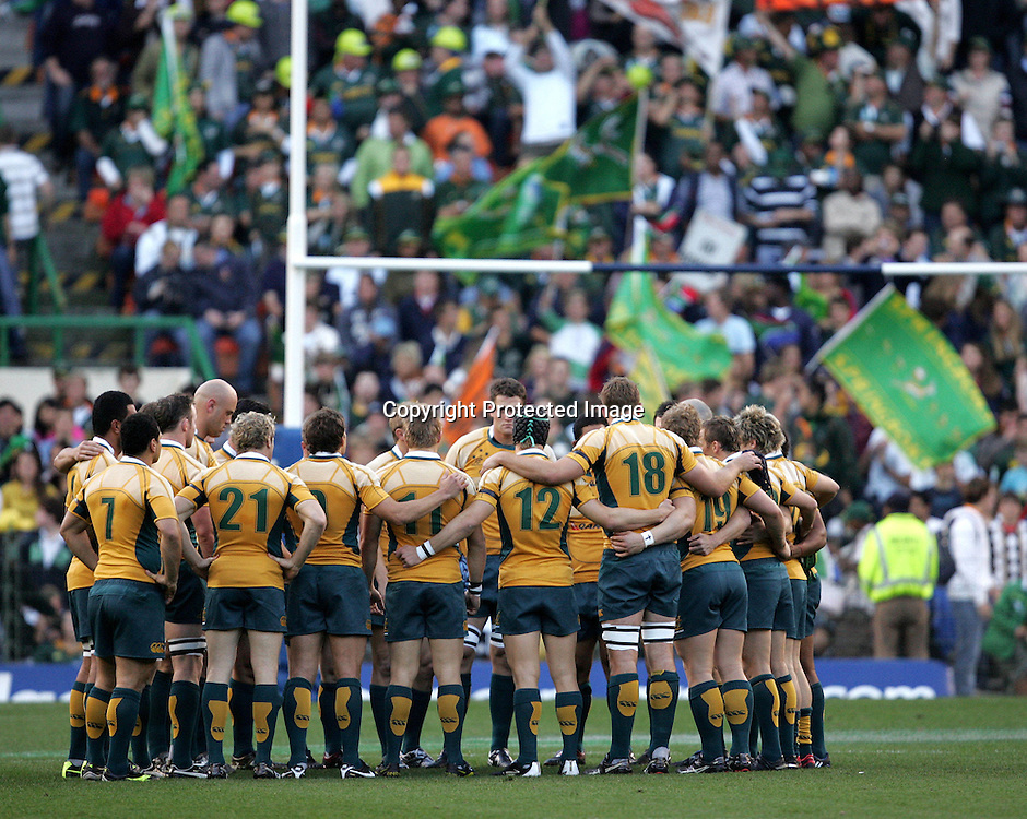 Wallabies team huddle during the first 2009 tri-nations test match between South Africa and Australia held on the 8 August 2009 at Newlands Stadium in Cape Town, South Africa..Photo by RG/www.sportzpics.net.+27 (0) 21 785 6814