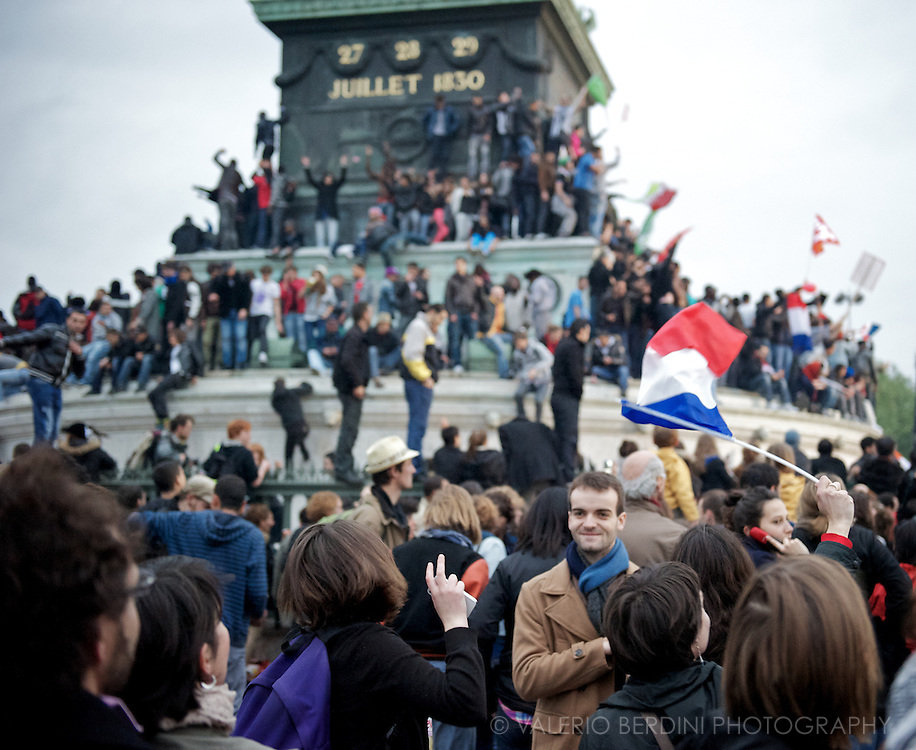 People gathers in Place de la Bastille waiting for Francois Hollande to give his first speech as President.
