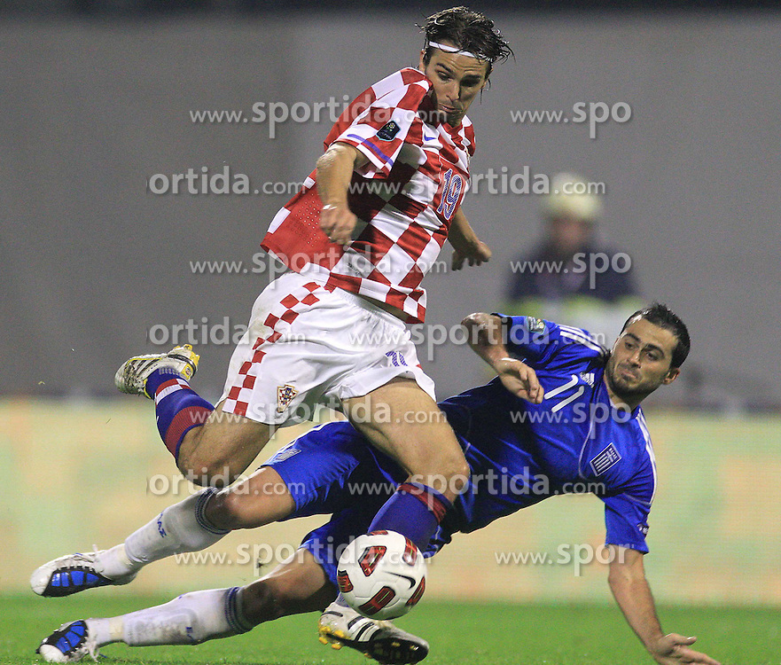 07.09.2010, Maksimir Stadium, Zagreb, CRO, UEFA 2012 Qualifier,  Gruppe F,  Kroatien vs Griechenland, im Bild Niko Kranjcar i Loukas Vyntra. ., EXPA Pictures © 2010, PhotoCredit: EXPA/ nordphoto/ Igor Kralj *** ATTENTION *** GERMANY OUT! / SPORTIDA PHOTO AGENCY