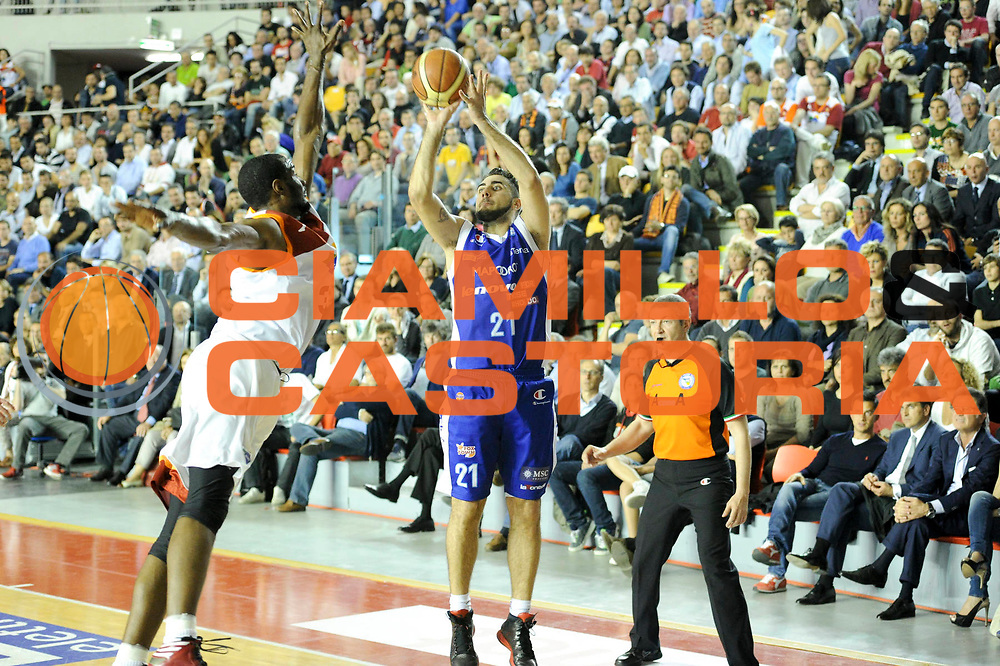DESCRIZIONE : Roma Lega A 2012-13 Acea Virtus Roma Lenovo Cantu Gara 2<br /> GIOCATORE : Pietro Aradori<br /> CATEGORIA : three points<br /> SQUADRA : Lenovo Cantu<br /> EVENTO : Campionato Lega A 2012-2013 Play Off Semifinali Gara2<br /> GARA : Acea Virtus Roma Lenovo Cantu Gara 2<br /> DATA : 27/05/2013<br /> SPORT : Pallacanestro <br /> AUTORE : Agenzia Ciamillo-Castoria/N. Dalla Mura<br /> Galleria : Lega Basket A 2012-2013 <br /> Fotonotizia : Roma Lega A 2012-13 Acea Virtus Roma Lenovo Cantu Gara 2