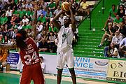 DESCRIZIONE : Siena Lega A 2013-14 Montepaschi Siena vs EA7 Emporio Armani Milano playoff Finale gara 3<br /> GIOCATORE : Josh Carter<br /> CATEGORIA : Tiro Three Points<br /> SQUADRA : Montepaschi Siena<br /> EVENTO : Finale gara 3 playoff<br /> GARA : Montepaschi Siena vs EA7 Emporio Armani Milano playoff Finale gara 3<br /> DATA : 19/06/2014<br /> SPORT : Pallacanestro <br /> AUTORE : Agenzia Ciamillo-Castoria/GiulioCiamillo<br /> Galleria : Lega Basket A 2013-2014  <br /> Fotonotizia : Siena Lega A 2013-14 Montepaschi Siena vs EA7 Emporio Armani Milano playoff Finale gara 3<br /> Predefinita :