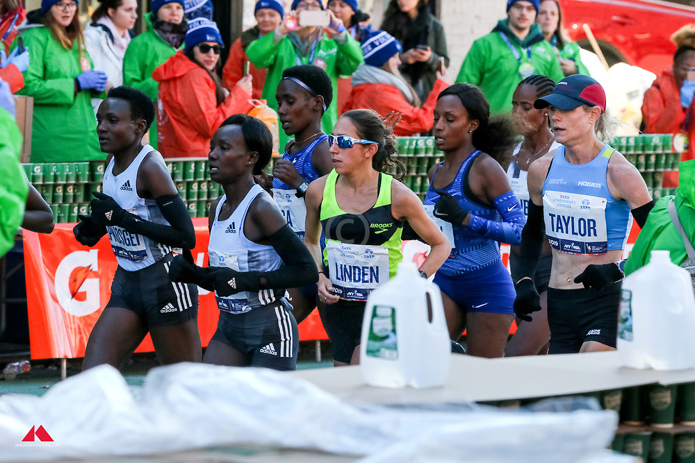 Jepkosgei, Keitany lead through water station<br /> TCS New York City Marathon 2019
