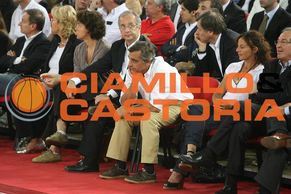 DESCRIZIONE : Roma Lega A1 2007-08 Playoff Finale Gara 3 Lottomatica Virtus Roma Montepaschi Siena <br /> GIOCATORE : Veltroni Toti <br /> SQUADRA : Lottomatica Virtus Roma <br /> EVENTO : Campionato Lega A1 2007-2008 <br /> GARA : Lottomatica Virtus Roma Montepaschi Siena <br /> DATA : 08/06/2008 <br /> CATEGORIA : Delusione <br /> SPORT : Pallacanestro <br /> AUTORE : Agenzia Ciamillo-Castoria/G.Ciamillo <br /> Galleria : Lega Basket A1 2007-2008 <br /> Fotonotizia : Siena Campionato Italiano Lega A1 2007-2008 Playoff Finale Gara 3 Lottomatica Virtus Roma Montepaschi Siena <br /> Predefinita :