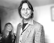 Mary Killen and Bruce Robinson. Kensington. 1996 approx, SUPPLIED FOR ONE-TIME USE ONLY> DO NOT ARCHIVE. © Copyright Photograph by Dafydd Jones 66 Stockwell Park Rd. London SW9 0DA Tel 020 7733 0108 www.dafjones.com