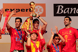 12.07.2010, Madrid, Spanien, ESP, FIFA WM 2010, Empfang des Weltmeisters in Madrid, im Bild Sergio Busquets, Fernando Torres, Sergio Ramos, Jesus Navas and Raul Albiol, EXPA Pictures © 2010, PhotoCredit: EXPA/ Alterphotos/ Acero / SPORTIDA PHOTO AGENCY