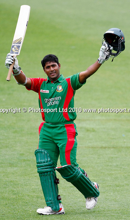 Bangaladeshi batsman Imrul Kayes celebrates 100 runs. International One Day Cricket, New Zealand Blackcaps v Bangladesh, AMI Stadium, Christchurch, New Zealand. Thursday 11 February 2010. Photo: Simon Watts/PHOTOSPORT