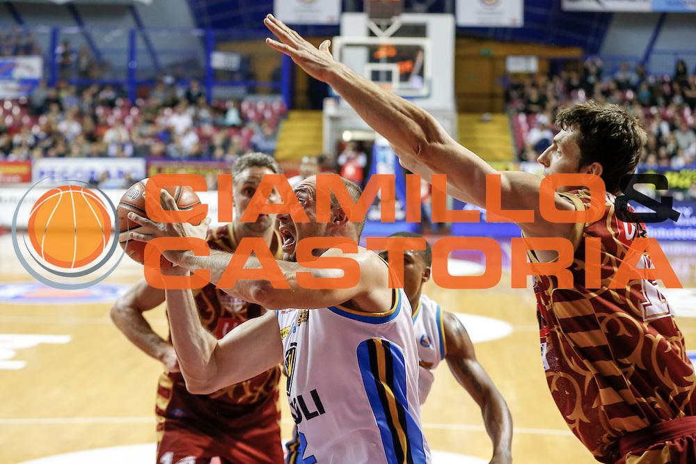 DESCRIZIONE : Venezia Lega A 2015-16 Umana Reyer Venezia - Vanoli Cremona<br /> GIOCATORE : Marco Cusin<br /> CATEGORIA : Tiro<br /> SQUADRA : Umana Reyer Venezia - Vanoli Cremona<br /> EVENTO : Campionato Lega A 2015-2016<br /> GARA : Umana Reyer Venezia - Vanoli Cremona<br /> DATA : 25/10/2015<br /> SPORT : Pallacanestro <br /> AUTORE : Agenzia Ciamillo-Castoria/G. Contessa<br /> Galleria : Lega Basket A 2015-2016 <br /> Fotonotizia : Venezia Lega A 2015-16 Umana Reyer Venezia - Vanoli Cremona