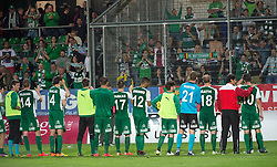 08.05.2015, Stadion der Stadt, Linz, AUT, 2.FBL, LASK Linz vs Mattersburg, während der Sky Go Erste Liga- Begegnung zwischen LASK Linz und SV Mattersburg am Freitag, 08. Mai 2015, in Linz, im Bild die Spieler des SV Mattersburg verabschieden sich bei ihren mitgereisten Fans // during Austrian Second Football Bundesliga 32th round Match between LASK Linz and Floridsdorfer AC at the Stadion der Stadt in Linz, Austria on 2015/05/08. EXPA Pictures © 2015, PhotoCredit: EXPA/ Reinhard Eisenbauer