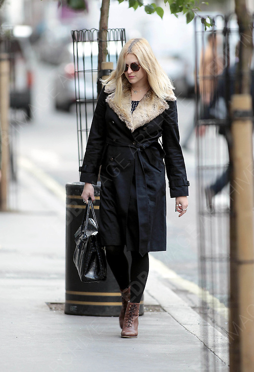 02.OCTOBER.2012. LONDON<br /> <br /> FEARNE COTTON ARRIVES AT RADIO ONE<br /> <br /> BYLINE: EDBIMAGEARCHIVE.CO.UK<br /> <br /> *THIS IMAGE IS STRICTLY FOR UK NEWSPAPERS AND MAGAZINES ONLY*<br /> *FOR WORLD WIDE SALES AND WEB USE PLEASE CONTACT EDBIMAGEARCHIVE - 0208 954 5968*