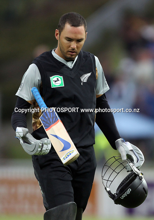 New Zealand batsman Peter McGlashan. New Zealand Black Caps v Pakistan, Match 2. Twenty 20 Cricket match at Seddon Park, Hamilton, New Zealand. Tuesday 28 December 2010. Photo: Andrew Cornaga/photosport.co.nz