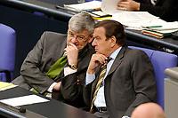 18 JUN 2003, BERLIN/GERMANY:<br /> Joschka Fischer (L), B90/Gruene, Bundesaussenminister, und Gerhard Schroeder (R), SPD, Bundeskanzler, im Gespraech, waehrend der Bundestagsdebatte zur Beteiligung der Bundeswehr am EU-gefuehrten Einsatz im Kongo, Plenum, Deutscher Bundestag<br /> IMAGE: 20030618-01-062<br /> KEYWORDS: Debatte, Rede, Gerhard Schröder, Gespräch,