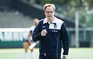 AMSTELVEEN - coach Boaz Janssen (Huizen)   tijdens  Amsterdam-Huizen (4-1), competitie Hoofdklasse hockey dames   (2017-2018) .COPYRIGHT KOEN SUYK