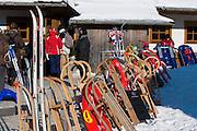 Schlitten und Rodel am Torfhaus, Schnee, Winter, Harz, Niedersachsen, Deutschland | sledges, snow, winter, Torfhaus, Harz, Lower Saxony, Germany