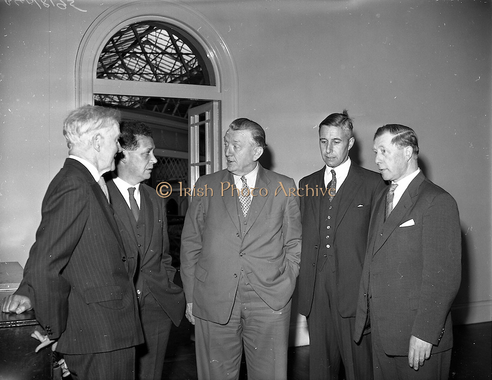 20/05/1959<br /> 05/20/1959<br /> 20 May 1959<br /> F.A.O. (Food and Agriculture Organisation) Co-Operative Research Project on Trace Elements meeting at the RDS, Ballsbridge, Dublin. Pictured before the meeting were (l-r): Dr. Horace H. Poole, Registrar RDS; Dr. T. Walsh (Director of the Agricultural Institute), Chairman; Minister for Agriculture Patrick Smith; Mr. J.G. Litton, Chairman of the Institute of Agriculture (Foras Taluntais) and Mr. John Beatty, Chief Inspector, Department of Agriculture.