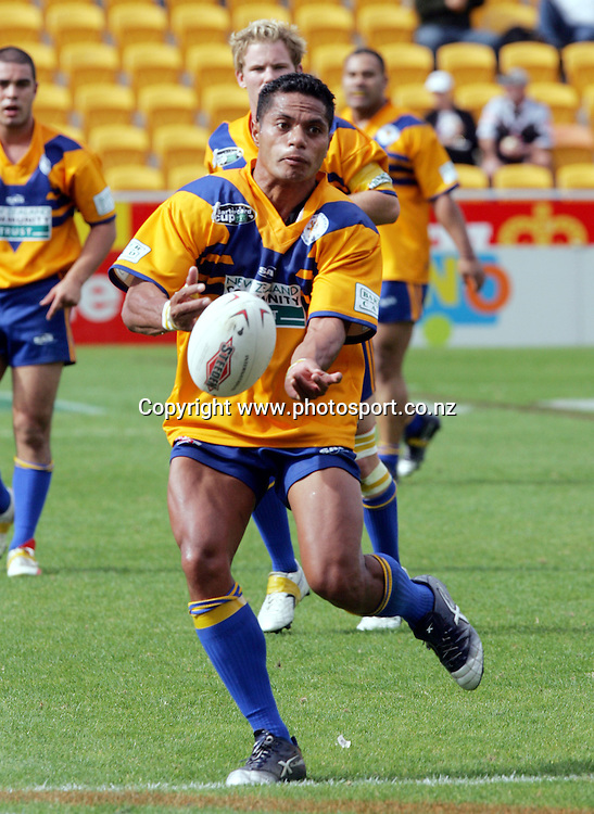 Misi Noovao of Mt Albert passes during the Barter Card Cup Rugby League game between Mt Albert and Otahuhu/Ellerslie at Ericsson Stadium, Auckland on Sunday 1 May, 2005. Photo: Andrew Cornaga/PHOTOSPORT<br />