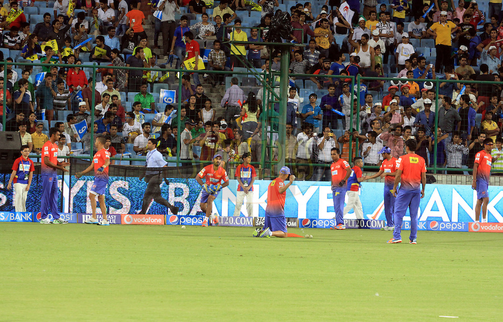 Delhi Daredevils players on ground before match 23 of the Pepsi Indian Premier League Season 2014 between the Delhi Daredevils and the Rajasthan Royals held at the Feroze Shah Kotla cricket stadium, Delhi, India on the 3rd May  2014<br /> <br /> Photo by Arjun Panwar / IPL / SPORTZPICS<br /> <br /> <br /> <br /> Image use subject to terms and conditions which can be found here:  http://sportzpics.photoshelter.com/gallery/Pepsi-IPL-Image-terms-and-conditions/G00004VW1IVJ.gB0/C0000TScjhBM6ikg