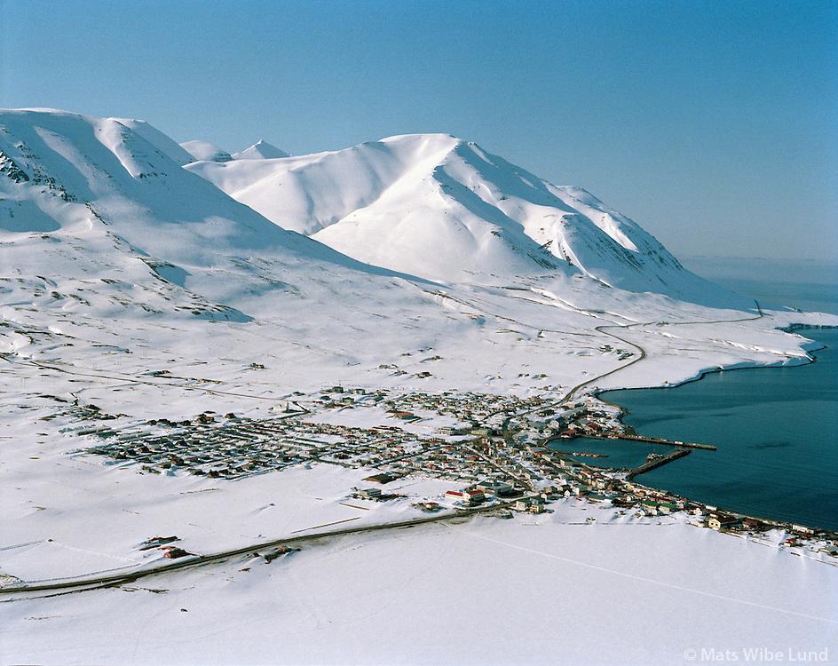 Dalvík / Dalvik, aerial viewing north.