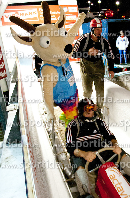 03.12.2011, Eiskanal, Igls, AUT, Viessmann FIBT Bob und Skeleton Weltcup, Teambewerb, im Bild YOGGL das offizielle Maskottchen zur Jugend Winter Olympiade 2012 // official mascot of Youth Olympic Games 2012 after Team competition at FIBT Viessmann Bobsleigh and Skeleton World Cup at Olympic ice canal, Innsbruck Igls, Austria on 2011/12/03. EXPA Pictures © 2011, PhotoCredit: EXPA/ Johann Groder