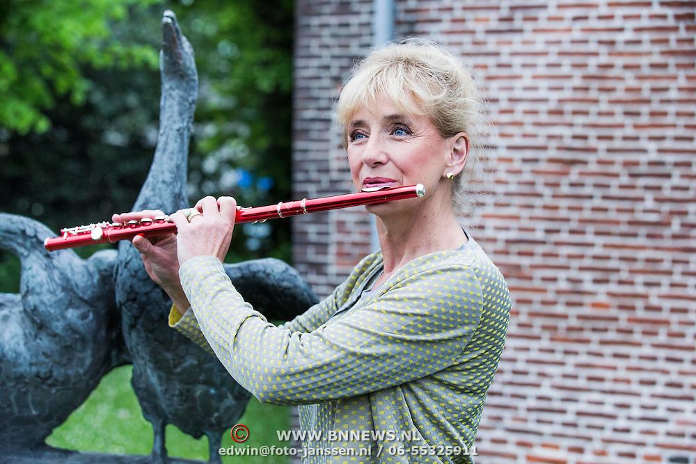 NLD/Huizen/20140430 - Fluitiste Berdien Stenberg,