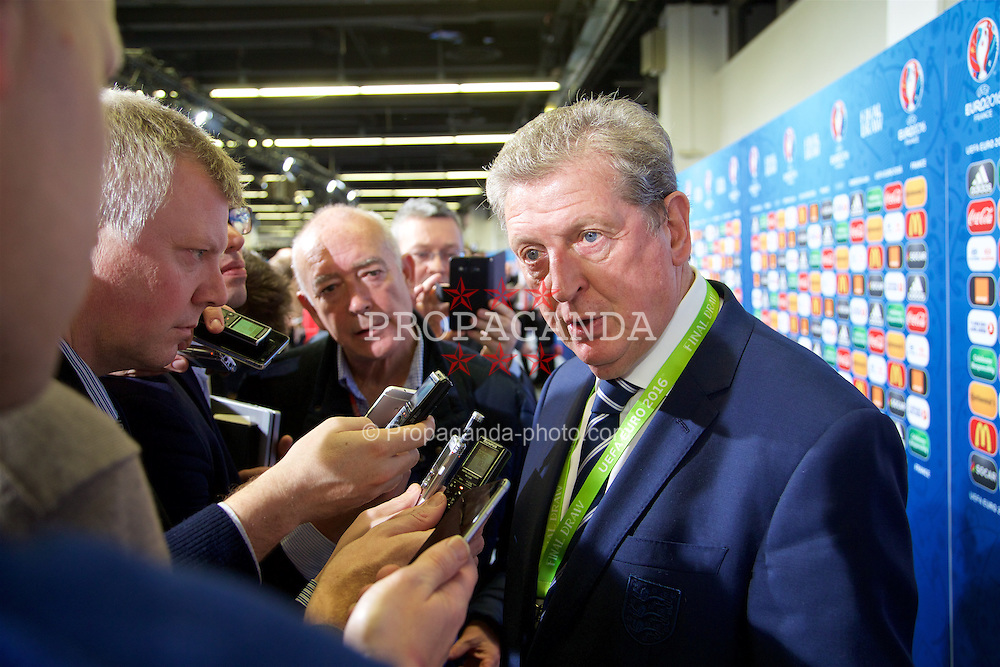 PARIS, FRANCE - Saturday, December 12, 2015: England manager Roy Hodgson speaks to the media after the draw for the UEFA Euro 2016 Championship at Le Palais des Congrès de Paris. (Pic by David Rawcliffe/Propaganda)