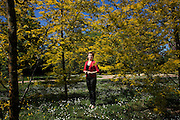 Brescia, la scrittrice Rumena Lilia Bicec. Lilia Bicec nasce in un piccolo paese della Repubblica moldava da Eugenia e Michael, ex deportati in Siberia. Studia a Chisinau dove diventa giornalista per giornali e radio. Nel 2000 arriva in Italia lavorando come colf e badante, ora vive a Brescia dove ha fondato l'associazione «Moldbrixia». Nel 2009 ha pubblicato in rumeno il nucleo centrale di Miei cari figli, vi scrivo (Einaudi, 2013) con il titolo Testamento non letto (Cartier).