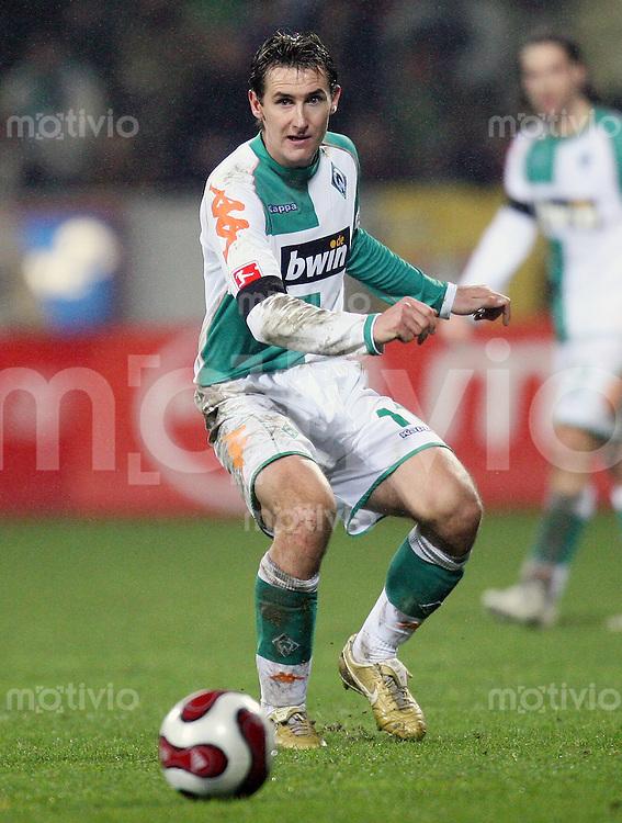 Fussball  1. Bundesliga  Saison 2006/2007 Miroslav KLOSE (SV Werder Bremen), Einzelaktion am Ball