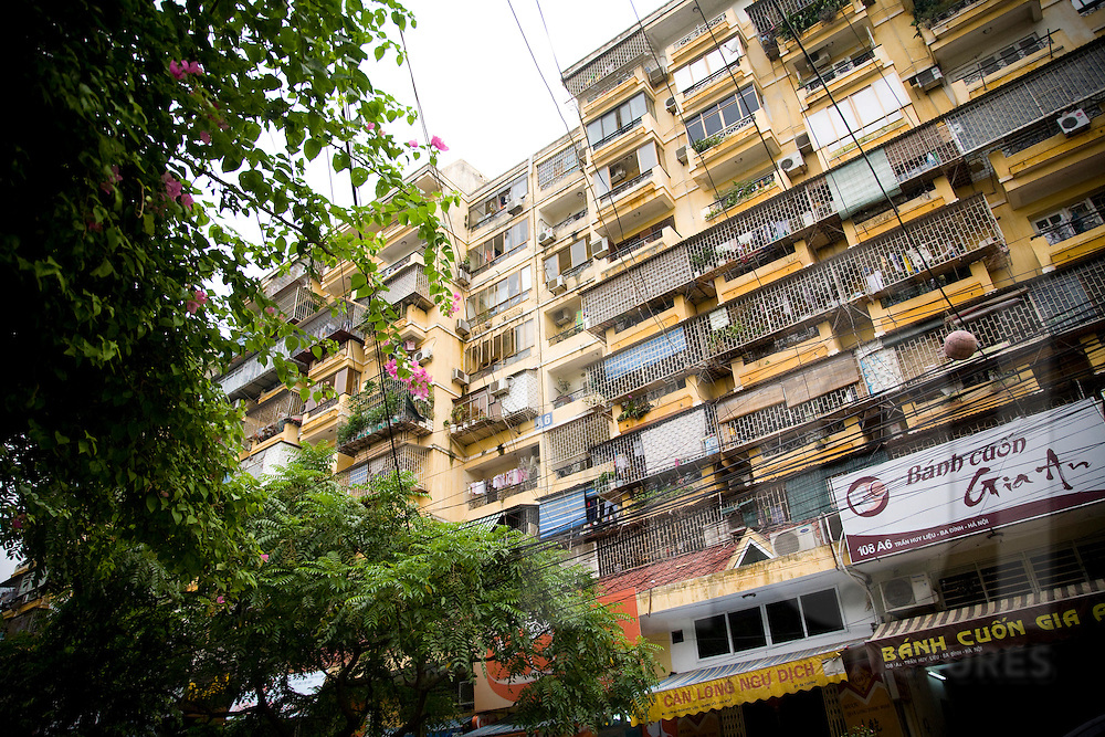 Old apartments along Tran Huy Lieu street, Hanoi, Vietnam, Southeast Asia