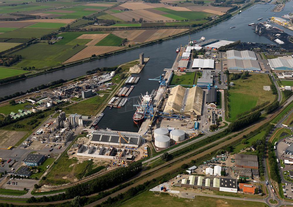 Zevenaarhaven of de verbrugge terneuzen terminal met gebruiker Verbrugge aan hetb kanaal van Gent naar Terenuzen