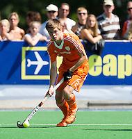 ALMERE - Thierry Brinkman   tijdens de interland tussen de mannen van Nederland en Ierland (3-2) ter voorbereiding van het EK dat eind augustus in Londen wordt gehouden. COPYRIGHT KOEN SUYK