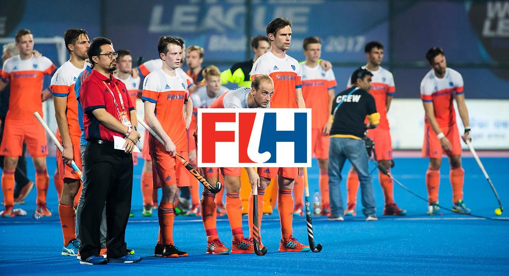 BHUBANESWAR -  Spanning bij oa Seve van Ass (Ned), Billy Bakker (Ned) en Mirco Pruyser (Ned)  tijdens de shoot outs bij de Hockey World League Finals , de kwartfinale wedstrijd Duitsland-Nederland (3-3).Duitsland wint na shoot-outs.    COPYRIGHT KOEN SUYK