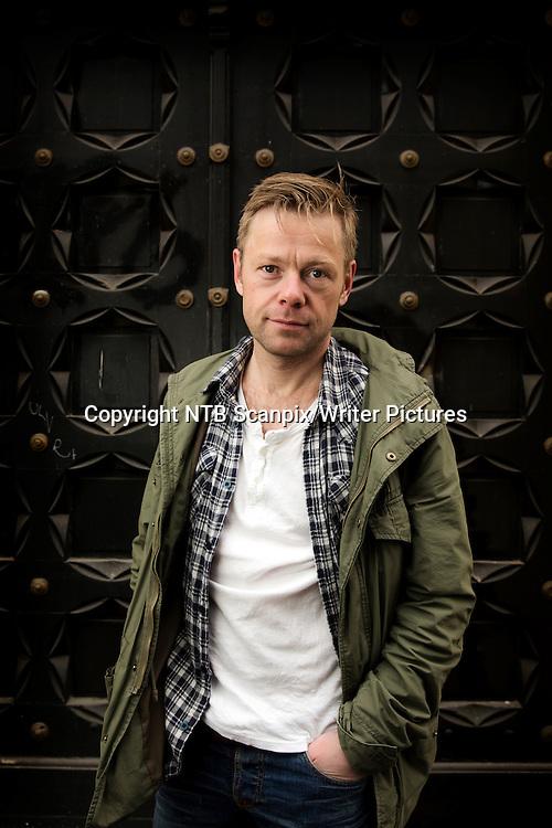 Oslo  20130503.<br /> Forfatteren Henrik Langeland kommer i disse dager med romanen &quot;Fyrsten&quot;, en oppf&macr;lger til boksuksessen &quot;Wonderboy&quot;.<br /> Foto: Erlend Aas / NTB scanpix<br /> <br /> NTB Scanpix/Writer Pictures<br /> <br /> WORLD RIGHTS, DIRECT SALES ONLY, NO AGENCY