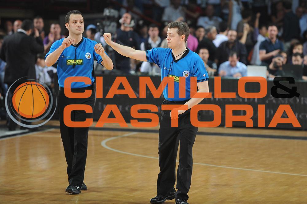 DESCRIZIONE : Caserta Lega A 2009-10 Playoff Semifinale Gara 2 Pepsi Caserta Armani Jeans Milano<br /> GIOCATORE : Arbitro<br /> SQUADRA : <br /> EVENTO : Campionato Lega A 2009-2010 <br /> GARA : Pepsi Caserta Armani Jeans Milano<br /> DATA : 04/06/2010<br /> CATEGORIA : Curiosita<br /> SPORT : Pallacanestro <br /> AUTORE : Agenzia Ciamillo-Castoria/GiulioCiamillo<br /> Galleria : Lega Basket A 2009-2010 <br /> Fotonotizia : Caserta Lega A 2009-10 Playoff Semifinale Gara 2 Pepsi Caserta Armani Jeans Milano<br /> Predefinita :